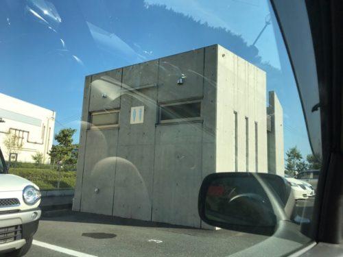 うなぎパイファクトリーの駐車場のトイレ