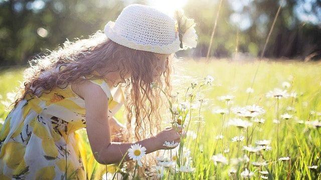 花と子ども