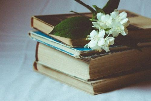 本と花のプレゼント