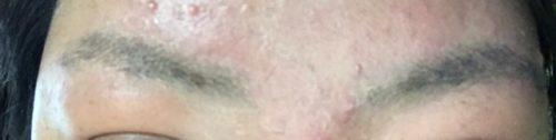 剃った眉毛