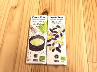 ピープルツリーのフェアトレードチョコレートの抹茶とホワイト・ライスキノアパフとレーズン&カシューナッツ